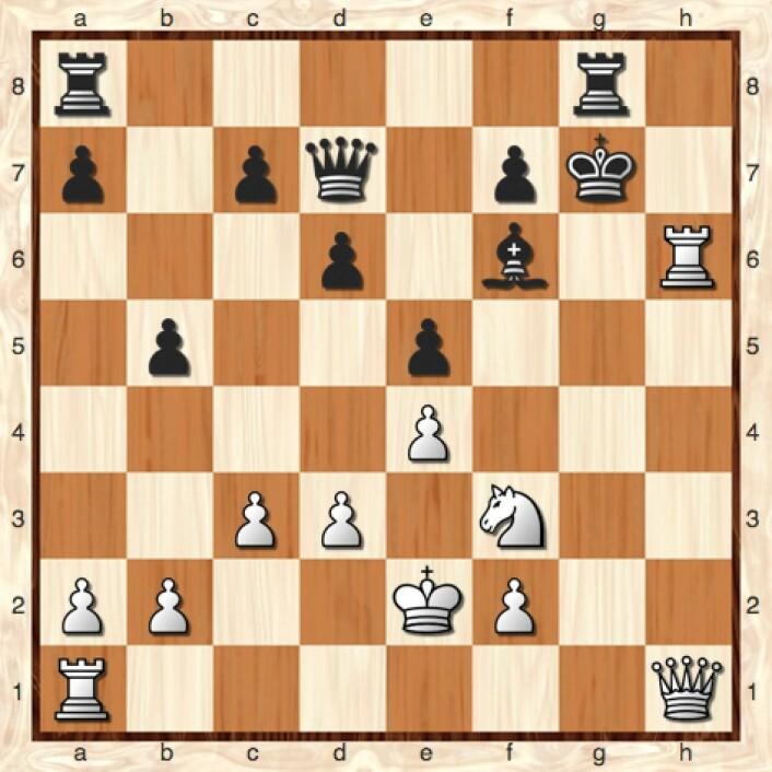 Hmm, hvorfor spilte jeg egentlig 27 Th7  i denne stillingen? Hvis jeg hadde sjakket med 27 Tg1  i stedet, så kunne jeg ha slått svarts løper i neste trekk. (Bilde: Lillestrøm Sjakklubb)