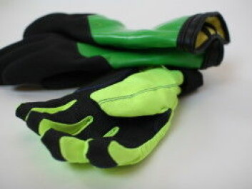 Several different types of gloves have been developed as part of this project. These have been specially designed to conform to the natural curvature of the fingers and are fitted with an inner woollen lining to keep the hands warm. The gloves in the background are specially developed for work in wet and cold conditions. (Photo: SINTEF)