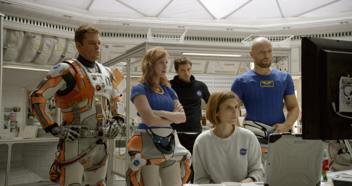 Dette er stjerneteamet i The Martian: Matt Damon, Jessica Chastain, Sebastian Stan, Kate Mara og Aksel Hennie. (Foto: 20th Century Fox)