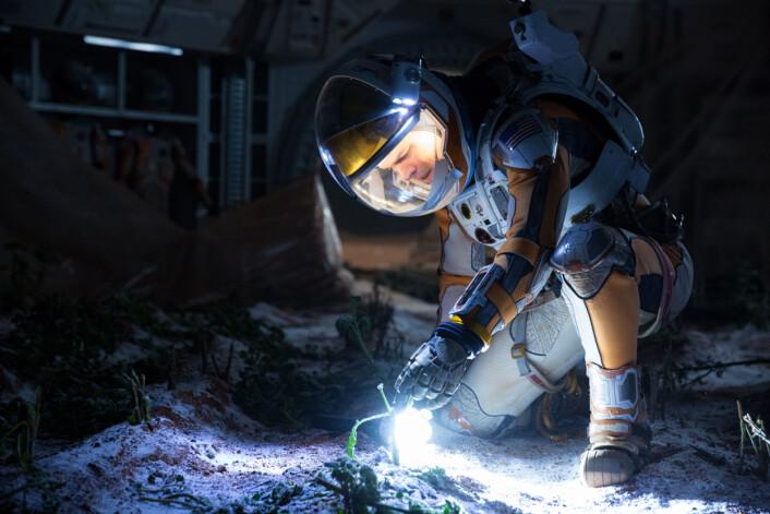 Matt Damon dyrker poteter på Mars. Går det an? (Foto: 20th Century Fox)