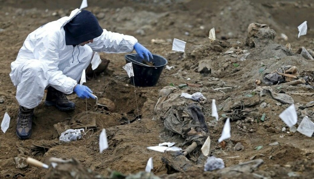 Coroners are searching for human remains in a mass grave in the village Kozluk in Bosnia and Herzegovina. (Photo: Dado Ruvic, Reuters/NTB scanpix.)