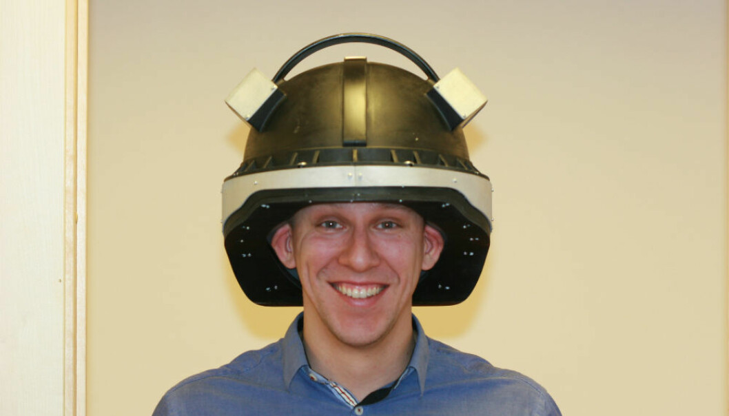 The prototype of the helmet is large – weighing in at 4.5 kilos – and reminds of something out of Star Wars. (Photo: SINTEF)