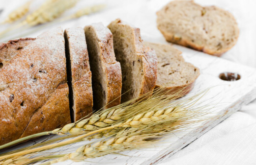 Living longer by eating whole grain bread