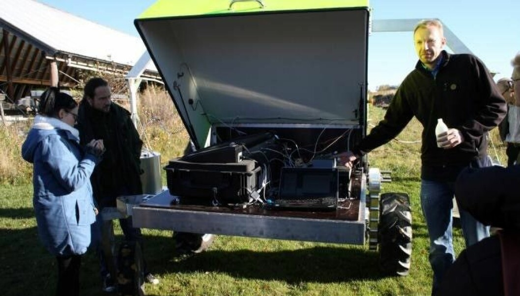 Demonstration of a field robot specialized  in measuirng gas emissions. (Photo: NORA)