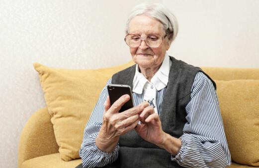 Smartphones can alert caregivers when seniors fall
