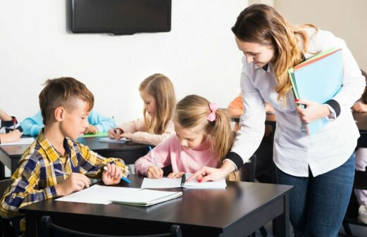 Can teacher students be nudged in the right direction?