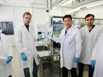 The product consists of a diaper liner and a mobile-app. From left: Zhaochu Yang (Ph.D.), Haakon Karlsen (Ph.D.), Tao Dong (Professor), Joao C.G. Simões (Erasmus mundus masterstudent), N M.M. Pires (Ph.D.) (Photo: An-Magritt Larsen, USN)