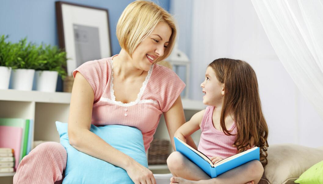 Kvite damer til å passe barn, brune damer til å vaske klede og hus