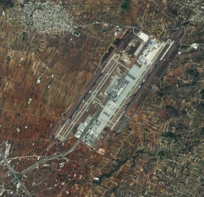 Flyplassen utenfor Athen, sett fra den europeiske satellitten Sentinel-2A. (Bilde: Copernicus Sentinel data 2015 / ESA).