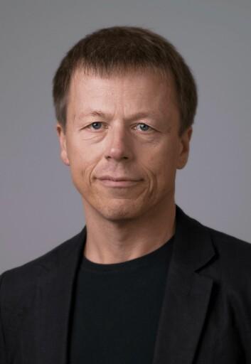 Lars Mehlum mener at både kunnskapsbasert psykoterapi og medikamentell behandling av depresjon hos unge mennesker er gode behandlingsalternativer. (Foto: UiO)