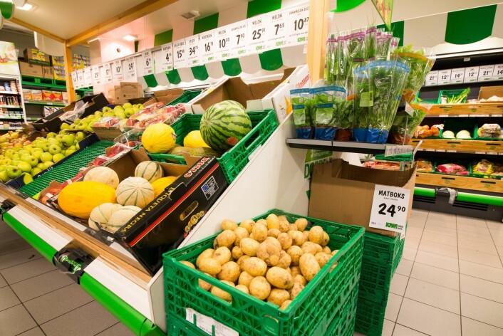 Poteter og grønnsaker i Kiwi-butikk. (Foto: Erling Fløistad, Nibio)