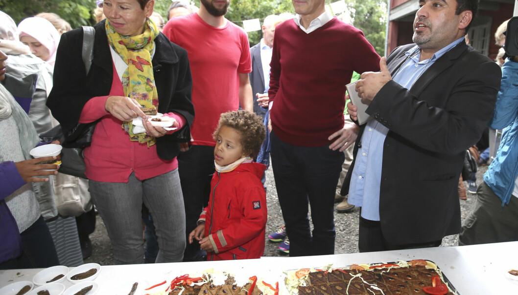Ap-leder Jonas Gahr Støre besøkte i valgkampen Geitmyra matkultursenter for barn i anledning arrangementet Syrisk familiemiddag og innsamling til syriske flyktninger.  (Foto: Terje Pedersen, NTB scanpix)