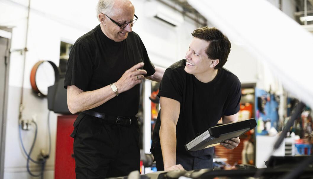 Forskere har intervjuet eldre bilmekanikere for å finne ut hvor godt de har håndtert det store teknologiske skiftet som bransjen har gjennomgått. (Foto: Maskot, NTB scanpix)
