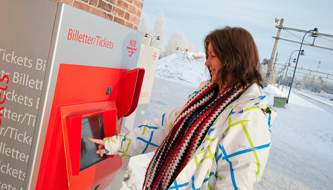 Kjersti Maageng Nordås from Jessheim totally understands that NSB's ticket vending machine is hard to use for visually impaired. She adds that the vending machine is often out of use when it's cold outside. (Photo: HiOA)