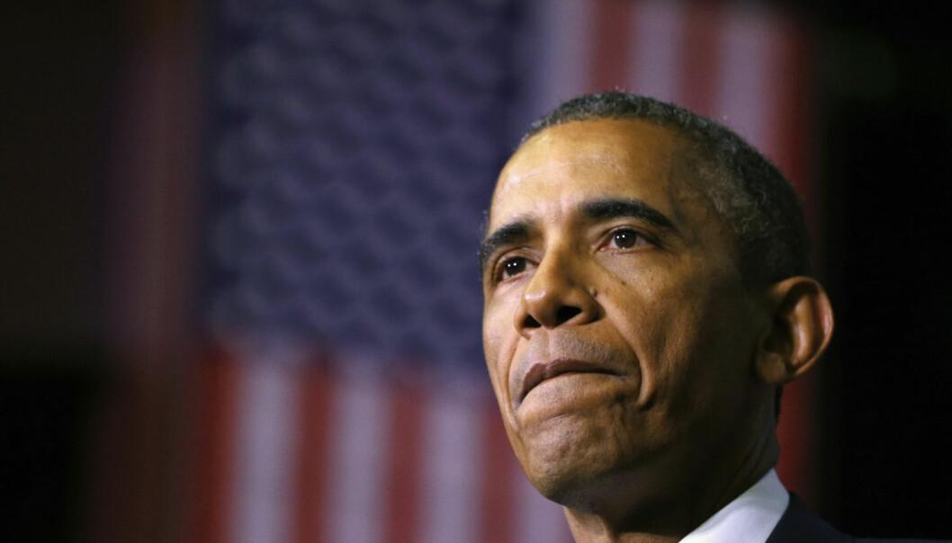 Obama er kjent for å bruke pauser i talene sine for å vektlegge et poeng. Disse velplasserte pausene gjør det lettere for folk å huske det som ble sagt. Her tar den amerikanske presidenten en pause i en tale ved Pellissippi State College tidligere i år. (Foto: Kevin Lamarque, Reuters)