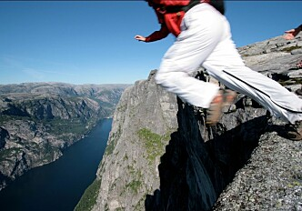 Living on the edge with base jumping