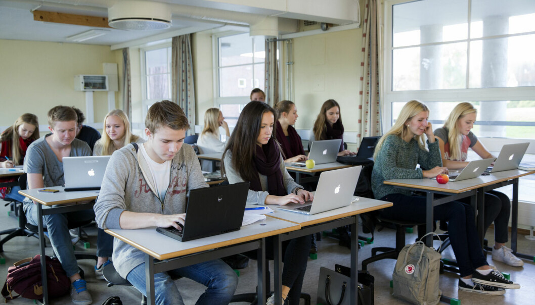 De tre skandinaviske landene har høyest antall datamaskiner per elev i verden. Men betyr det at elevene lærer mer og bedre? (Foto: Berit Roald, NTB Scanpix)