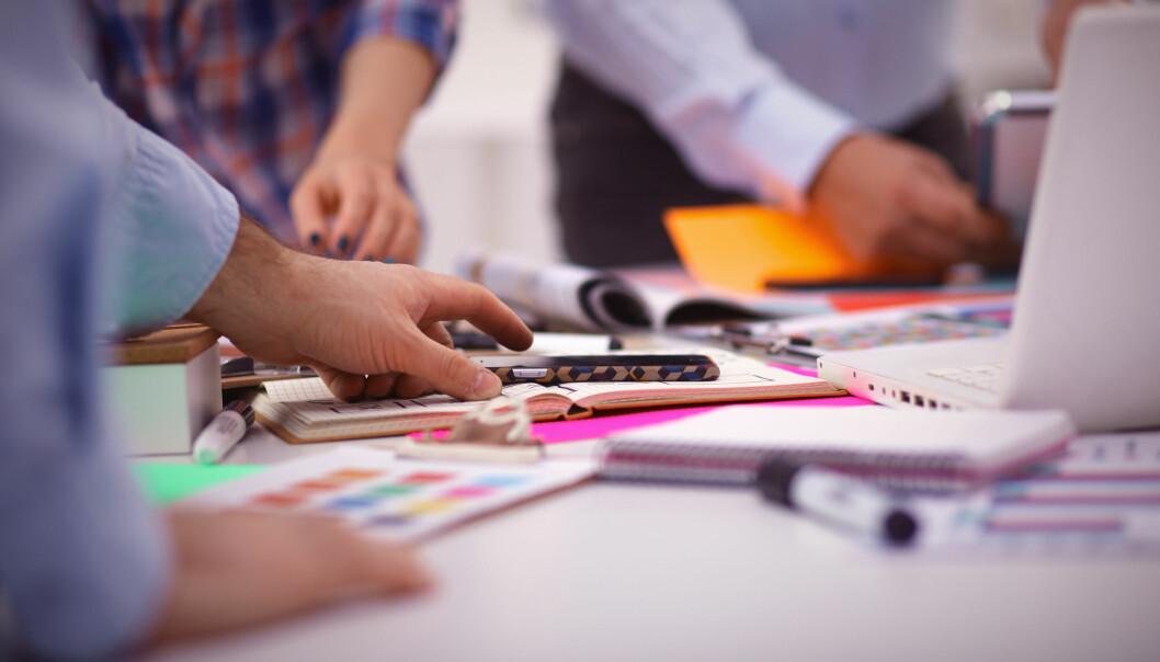 Medarbeidere blir mer kreative ved å bruke informasjon fra indirekte nettverk. Det vil si nettverket til personer og bedrifter de har direkte kontakt med gjennom jobben.  (Foto: Microstock)