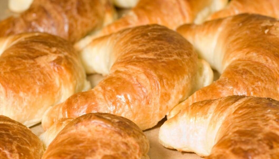 Croissanter er bakt med hvitt hvetemel som gir rask blodsukkerstigning. Dette og andre raske karbohydrater som sukker, lys pasta og ris kan øke risikoen for depresjon hos noen, ifølge en ny studie.  (Foto: Colourbox)