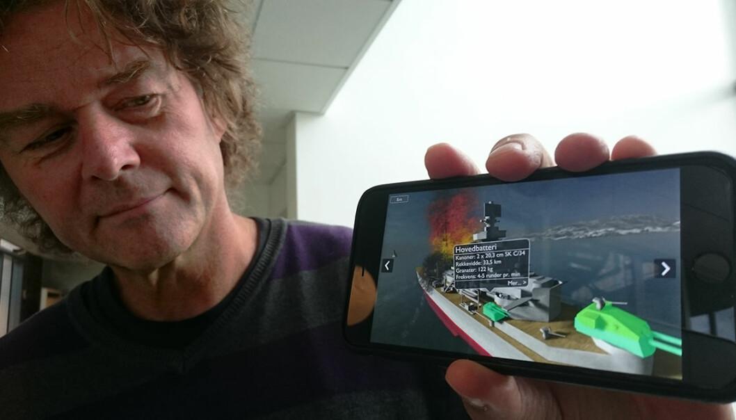 Den tyske krysseren Blücher står fram som 3D-modell i mobilappen som er utviklet av Gunnar Liestøl og kollegene hans på SitsimLab ved Institutt for medier og kommunikasjon, Universitetet i Oslo. Appen er et eksempel på hvordan teorier fra humaniora, nærmere bestemt retorikken, kan brukes til å utforme det som kalles augmented reality, der virkelighet er kombinert med datagrafikk. (Foto: Arnfinn Christensen, forskning.no)