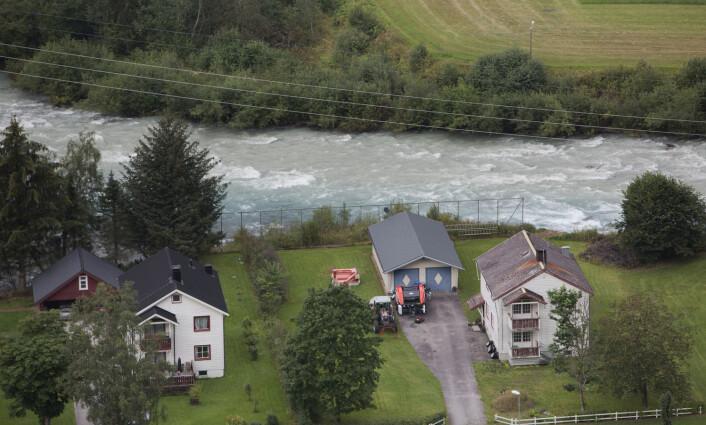 Her er noen flomutsatte boliger i Luster.Bildet er tatt 22. august i år.  (Foto: Ole Berg-Rusten, NTB Scanpix)