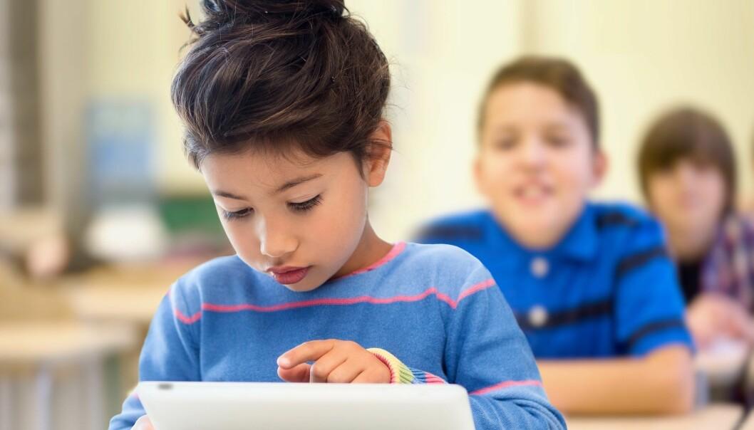 Gir nettbrett like god lese- og skriveopplæring som papir og blyant? Det finst det ikkje forsking på. (Illustrasjonsfoto: Microstock)