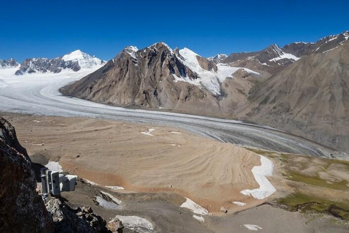 Isbremassen i Tien Shan-massivet har minsket med hele 27 prosent fra 1961 til 2012. Bildet viser Abramovbreen, en av breene i studien. (Foto: Thorben Dunse)
