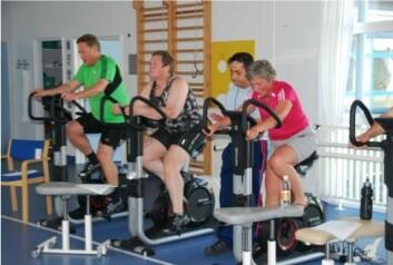 Hver av diabetikernes treningsrunder varte ett minutt, etterfulgt av ett minutts pause. Det ble gjentatt ti ganger. Siste runde med trening var hard å komme igjennom for de fleste. (Foto: Søren Møller Madsen)