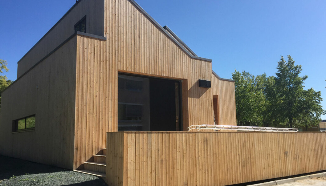 ZEB Living Lab er et forsøkshus i Trondheim som lager sin egen energi og ikke fører til utslipp av CO2. Fra 1. oktober 2015 skal frivillige grupper få bo her i 25 dager om gangen. Forskerne vil gjerne finne ut hvordan det oppleves å bo i et hus som styrer sitt eget energiregnskap. (Foto: The Research Centre for Zero Emission Buildings – ZEB)