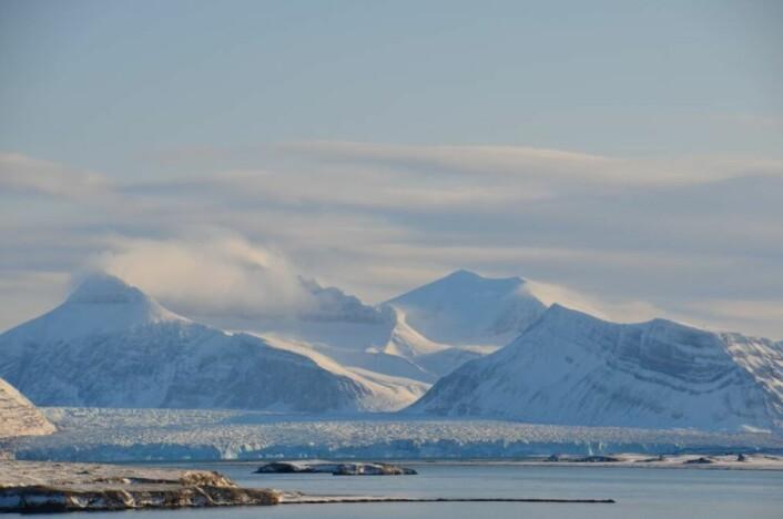 Feltarbeidet til forskningen ble utført i og rundt Kongsfjorden på Svalbard. (Foto: Helge. M. Markusson, Framsenteret)