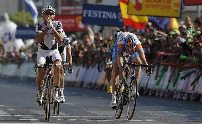 Simin Gerrans (Cervelo) spurtslår Ryder Hesjedal (Garmin–Slipstream) på den tiende etappen av Vuelta a España i 2009. Dagen før ble Gerrans nummer 79, over seks minutter bak vinneren. (Foto: Felix Ordonez, Reuters)