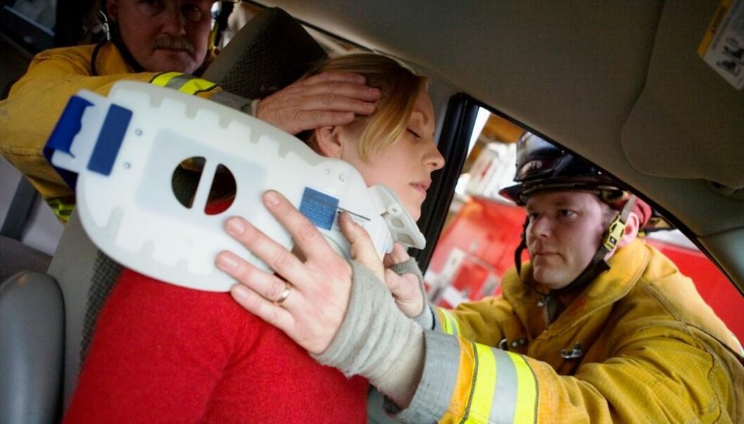 Noen får kroniske smerter etter bilulykker, mens andre blir kvitt stivhet og smerter i nakken kort tid etterpå. Hvorfor er det slik?  (Illustrasjonsfoto: www.colourbox.no)