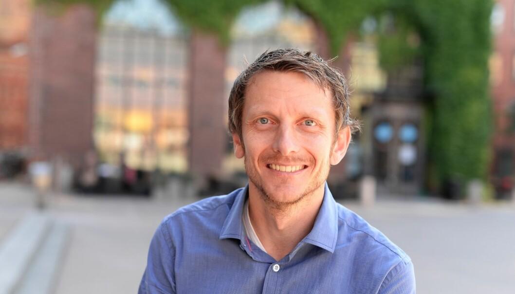 Tarjei Helland forsker på hvorfor det er så mange lærere som mener de bruker tiden sin på ting de ikke syns er viktigst. Han er høgskolelektor i samfunnsfagsdidaktikk og stipendiat ved Institutt for grunnskole- og faglærerutdanning på Høgskolen i Oslo og Akershus.  (Foto: Sonja Balci)