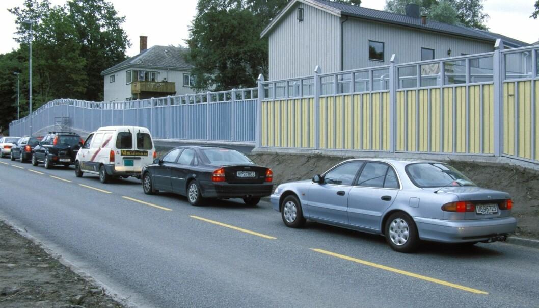Beboerne bak disse støyskjermene fikk nok aldri høre hvor mye støy det ville bli fra denne veien.  (Foto: Tore Wuttudal, NTB scanpix)