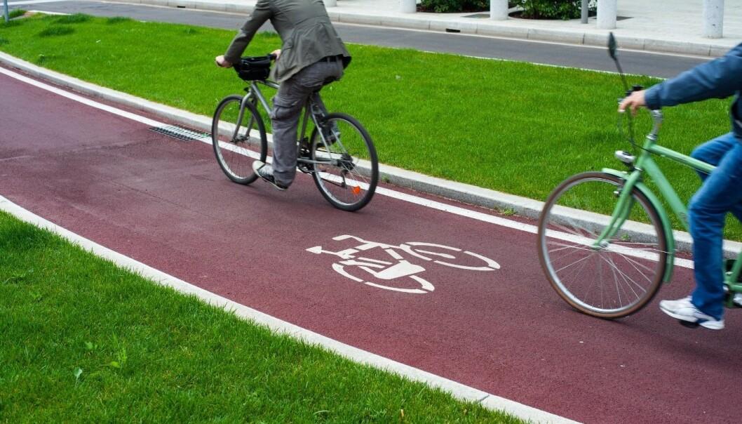 Det er ikke nødvendigvis så mye som skal til for at syklister får en bedre opplevelse på vei til jobben. En grønn stripe langs sykkelveien, for eksempel. (Illustrasjonsfoto: Microstock)