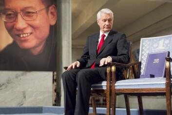 I 2010 mottok den kinesiske dissidenten Liu Xiaobo Nobels Fredspris. Xiaobo var representert med en ledig stol på podiet under seremonien, ettersom han sitter fengslet i Kina. Nobelkomiteens daværende leder Thorbjørn Jagland måtte tåle mye kritikk for tildelingen siden mange mente det ville skade forholdet mellom Norge og Kina.  (Foto: Heiko Junge, NTB scanpix)