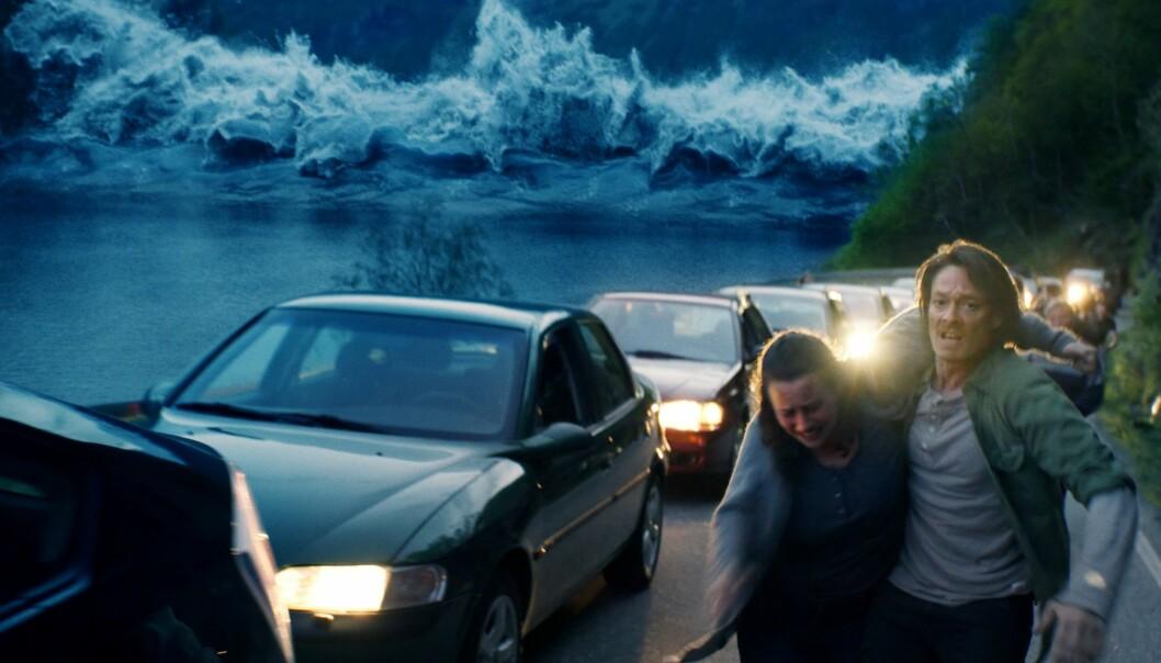 Kristoffer Joner flykter fra forskningsbasert flodbølge. (Foto: Fantefilm Fiksjon)