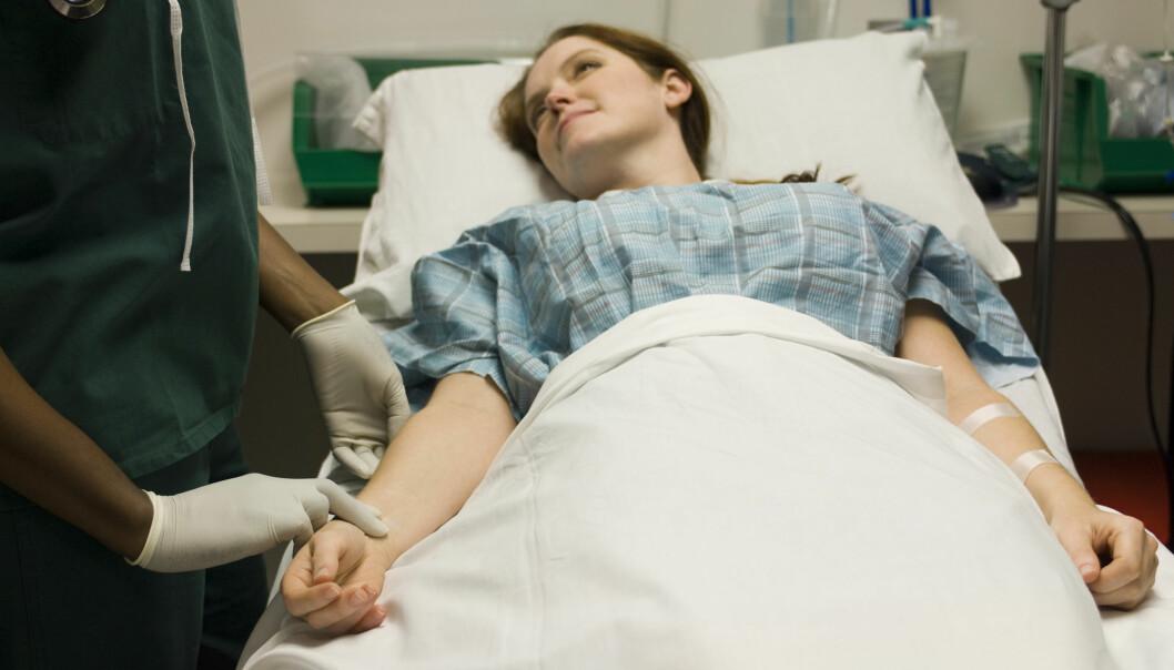 Noen liker seg godt på sykehus, for der får de pleie og oppmerksomhet. (Foto: Colourbox)