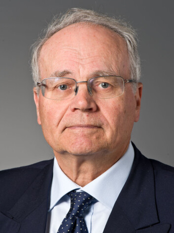Psykiatriprofessor Ulrik Malt synes synd på dem som må spille syk for å få omsorg. (Foto: (Foto : Øystein Horgmo, UiO))