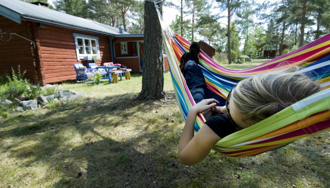 Hver sommer advarer stressforskere, psykologer og samlivseksperter oss mot å tilbringe ferien pålogget. (Foto: Erik Leonsson, Maskot)
