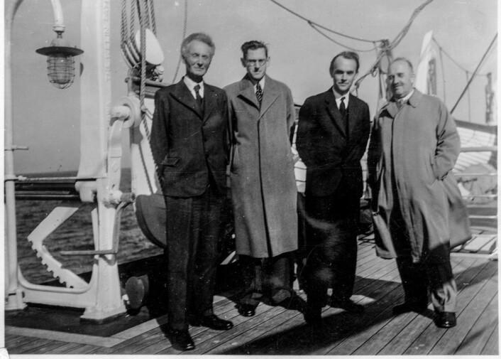 Egil Hylleraas på vei til fysikerkonferanse i London i 1934 sammen med Vilhelm Bjerknes, Svein Rosseland og Lars Vegand. (Foto: MUV/UiO)