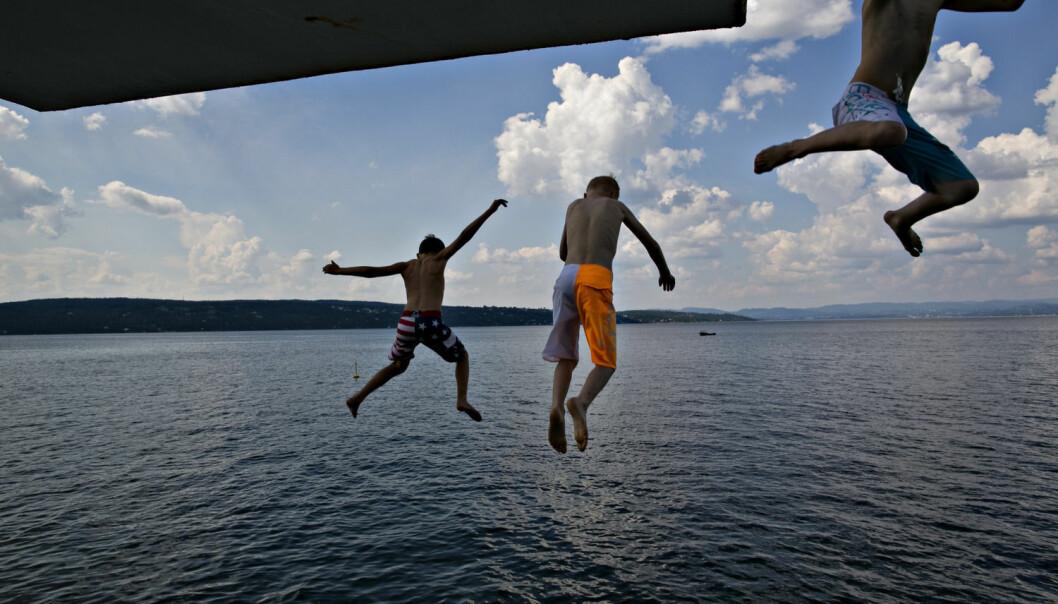Oslo-folk satte pris på det lunkne badevannet ved Ingierstrand i fjor sommer. (Foto: Anette Karlsen, NTB scanpix)
