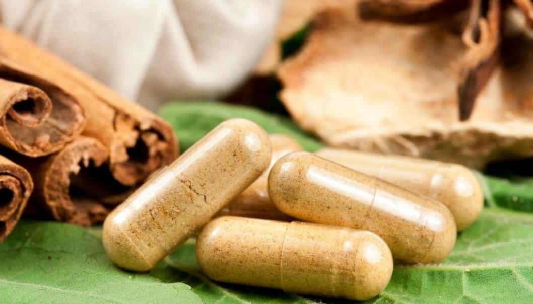 Kosttilskudd, urter og naturmidler inneholder ofte illegale legemidler som er farlige. Flere nordmenn er blitt alvorlig syke de siste årene, sier Legemiddelverket. Nå blir analysene enklere.   (Illustrasjonsfoto: Colourbox)