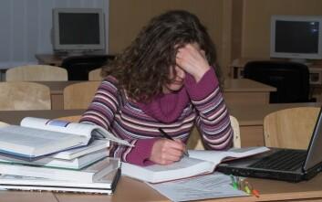 En av tre svenske 16-åringer er kronisk stressa. For jenter er tallene enda høyere: halvparten av dem opplever kronisk og alvorlig stress. (Foto: Colourbox)