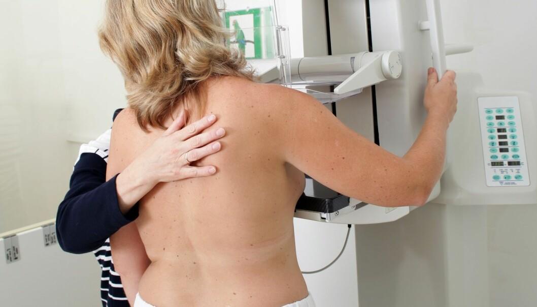Svenske forskere har tatt blodprøver av kvinner i Malmø i 15 år. Kvinner med lite stressdempende hormon i kroppen hadde tredobbelt risiko for brystkreft sammenlignet med de som hadde høyt nivå. Her en kvinne som får brystet sitt undersøkt. (Illustrasjonsfoto: Microstock)