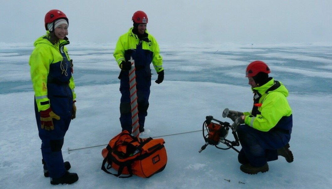 Ved Framstredet fikk sjøpattedyrobservatører anledning til å lytte til lydbildet under isen. Det er viktig for å forstå hvordan en framtidig utvikling av område kan påvirke dyr som for eksempel hvaler som bruker lyder til å kommunisere med hverandre. (Foto: Samcot, NTNU)