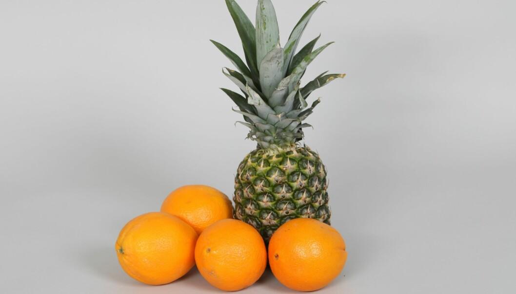 Ananas og appelsiner er vanskelige å skrelle og blir langt mer tilgjengelige for folk når de er ferdig skrelte og oppkuttede. (Foto: Kjell J. Merok, Nofima)