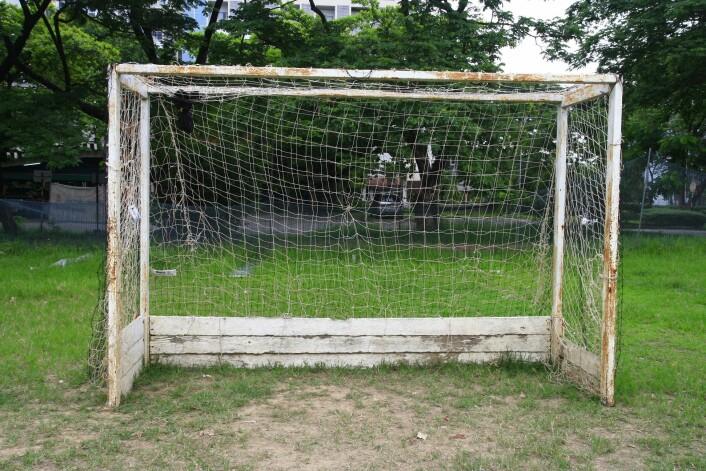 De danske skolene har mange fotballbaner. Men noen steder er det ingenting annet. Og det er et problem, mener Charlotte Pawlowski, som etterlyser flere organiserte aktiviteter.  (Foto: Colourbox)
