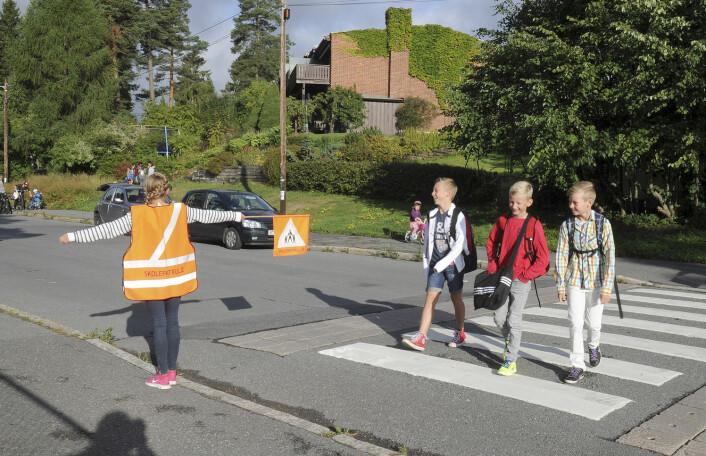 På Korsvoll skole i Oslo har elevene i år kartlagt trafikksikkerheten og reisevaner for egen skolevei i en egen mobilapp. Skolepatruljen passer på de mest belastede veiene. (Foto: Terje Pedersen, NTB scanpix)