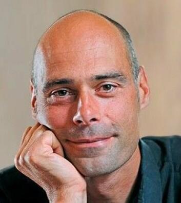 Stefan Gössling er professor i berekraftig reiseliv og har kome ut med ny fagbok om turisme og vatn. (Foto: Universitetet i Lund)